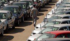Otomobil satışlarında sert fren